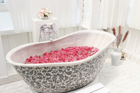 Bubble bath tub with flowers Stock Photo - 19454941