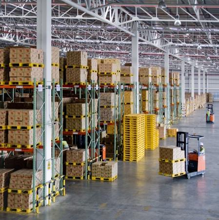 warehouse interior: moderno magazzino