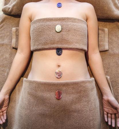 Spa Steine ??auf Frau Körper Standard-Bild - 19936251