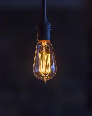 Glühbirne Standard-Bild - 26406033