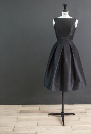 Schwarzes Kleid Standard-Bild - 35631149