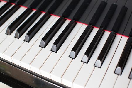 Piano-Tasten Standard-Bild - 42719456
