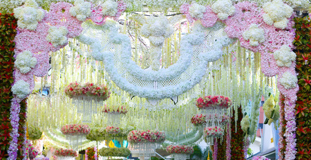gold table cloth: flower decor for Elegant event