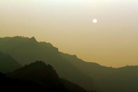 Sonnenaufgang über Mountain-Fotoarchiv Standard-Bild - 6715825