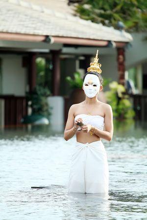 Maske Frau thai traditional Music Instrument spielen Standard-Bild - 6715847