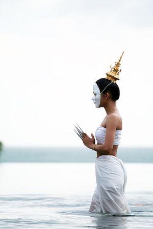 Maske Frau thai traditional Music Instrument spielen Standard-Bild - 6715843