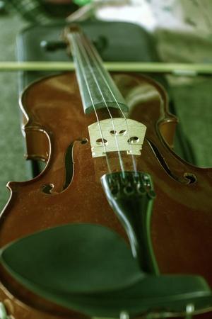 listless: old violin
