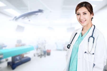 Aziatische vrouw arts