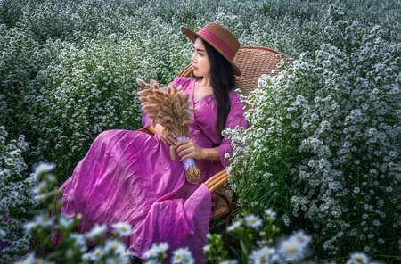 Beautiful Thai woman sitting among white cutters fields in Chiang Mai, Thailand Stok Fotoğraf