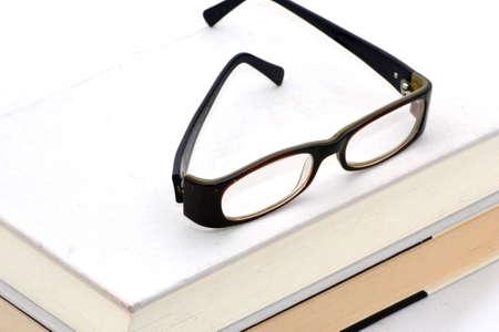 icono: Books and glasses