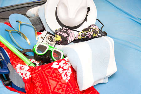 Packing a suitcase for summer Imagens