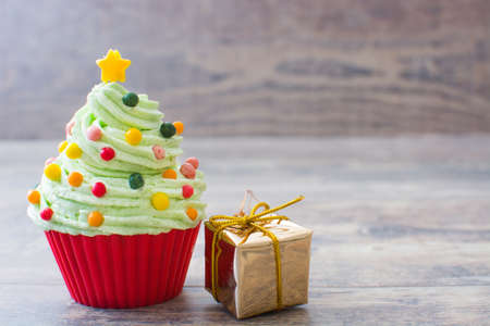 cupcakes: Christmas tree cupcake and gift box
