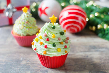 christmas cupcakes: Christmas tree cupcakes and Christmas decoration
