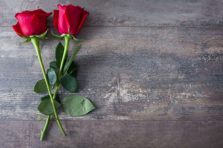 Roses on wood Imagens - 50025280