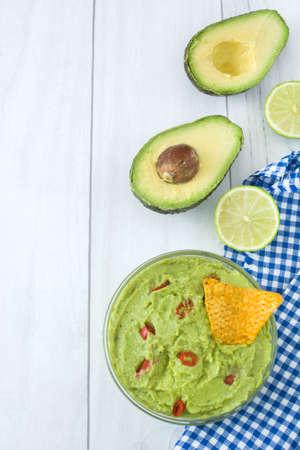 guacamole: With nachos and guacamole lime