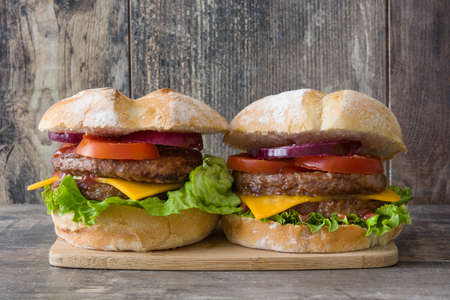 cheddar: With cheddar cheese Delicious burgers, tomato, lettuce and onion