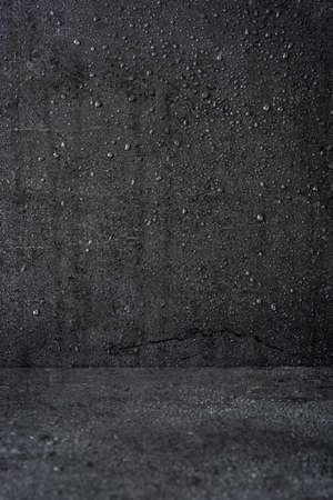 gotas de agua: Fondo negro con las gotas de lluvia Foto de archivo