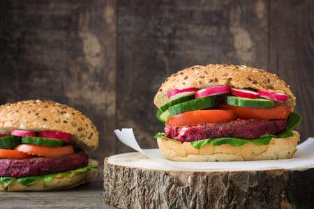 vegetarian hamburger: Veggie burgers beet