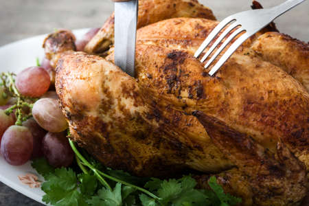 Carving the Thanksgiving turkey Standard-Bild