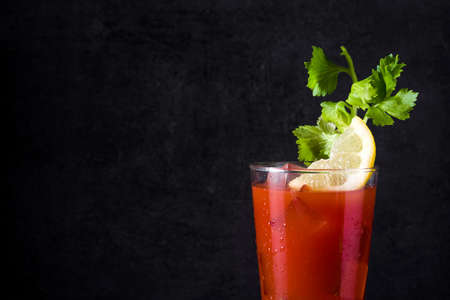 Bloody Mary cocktail in glass on black background. Copyspace Banque d'images