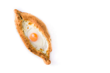 Traditional Adjarian Georgian khachapuri with cheese and egg isolated on white background. Top view. Copyspace Standard-Bild