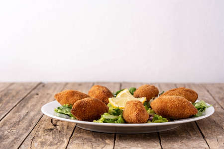 Traditional lebanese kibbeh on wooden table Stockfoto