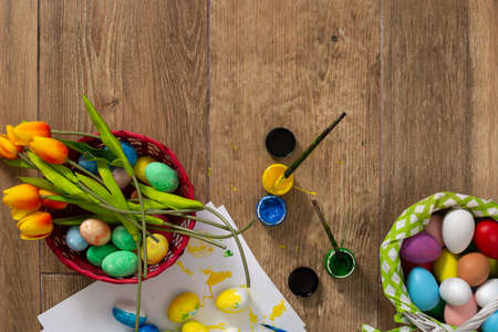 Happy Easter! Painting Easter eggs at home. Top view Standard-Bild