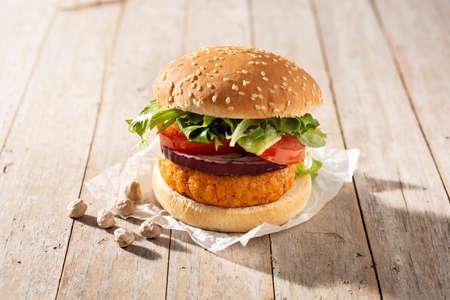 Delicious healthy chickpea burger. Alternative diet. Veganism food concept. Standard-Bild