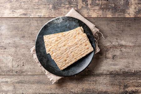 Traditional matzah bread on rustic wooden table 版權商用圖片