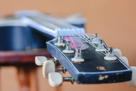 serenade: Side of old acoustic guitar, Obviously shallow