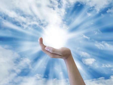 Hand holding th sun Reklamní fotografie - 10326440
