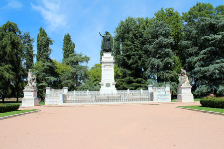 virgil: August 2, 2016, Mantua, Lombardy, Italy. Virgiliana Square (Giardini di Piazza Virgiliana) and Virgil Monument. Popular touristic european destination. Mantua city view