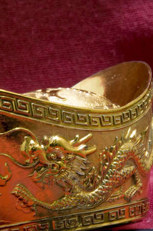 prosperous: Chinese gold ingot engraved with dragon design