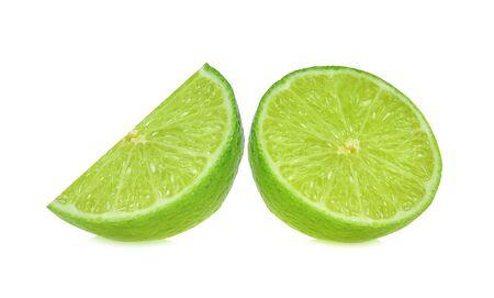 trozo de limón sobre fondo blanco