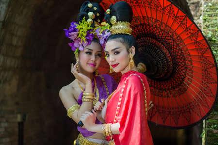 femmes Thaïlande Lanna robe .Thai femme vinaigrette traditionnelle. Portant sur d'importantes Jour, Jour / Culture Nouvel An traditionnel Banque d'images