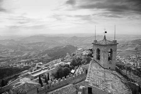 sammarinese: San Marino city view. Bianco e nero.