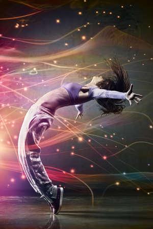 ragazze che ballano: Ballerino della giovane donna. Con effetto di luci. Archivio Fotografico
