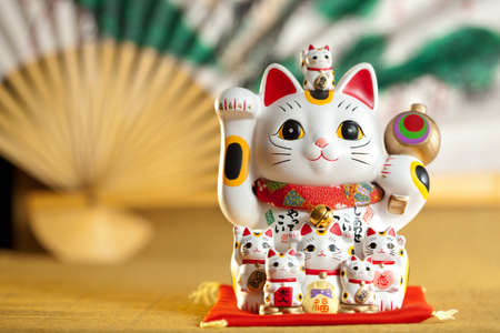 maneki: Maneki Neko cat. Common Japanese sculpture bring good luck to the owner. Stock Photo