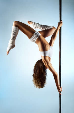 pole dance: Young slim pole danza donna.