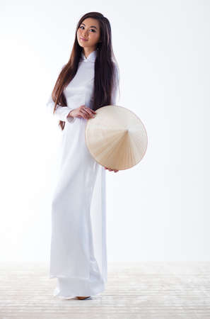 Young vietnamese woman in traditional clothing Stok Fotoğraf - 16141632