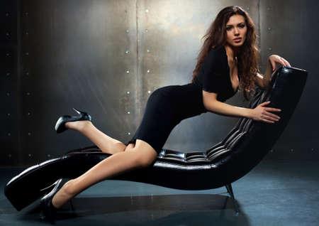 Giovane donna sexy ritratto di moda