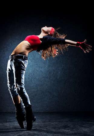 bailarinas: Bailar�n de la mujer joven en la pared de fondo Foto de archivo