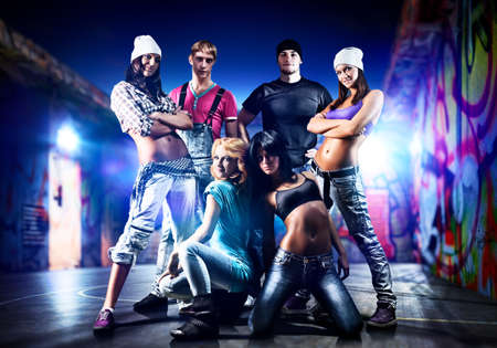 hip hop dancing: Dancer team on night urban background
