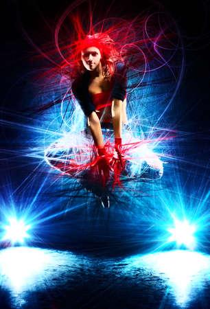 efectos especiales: Bailarín de la mujer joven que salta con efectos especiales de luz Foto de archivo
