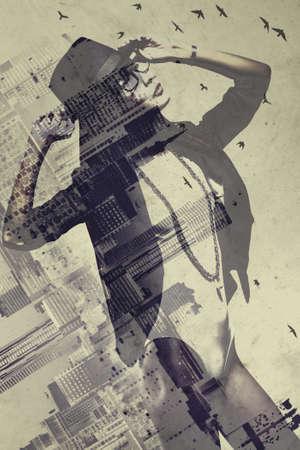 arte moderno: Mujer asiática joven delgado con el concepto de ciudad vertical. Técnica de exposición doble.