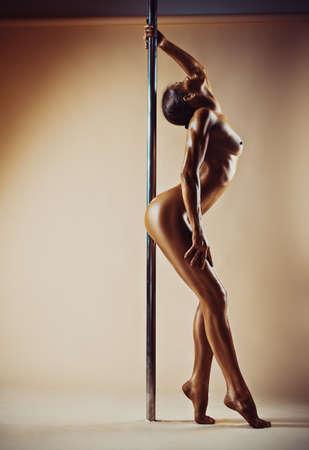 sexy nackte mädchen pole dance