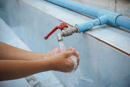 laver main: Lavage � la main du robinet
