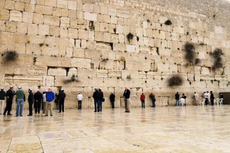 Menschen beten vor der Klagemauer, Jerusalem, Israel Standard-Bild - 14986208