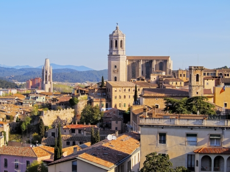 Girona cityscape, photo was taken from the city walls in the morning. 스톡 콘텐츠
