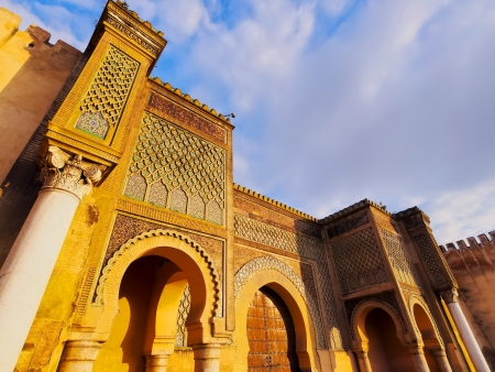 Bab Mansour - beautifully decorated gate of the old medina in Meknes, Morocco, Africa 스톡 콘텐츠